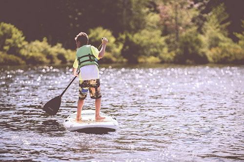 niño paddle surf